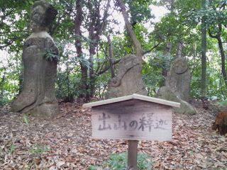 五百羅漢の石像群